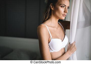 bello, affascinante, donna, giovane, faccia lunga, capelli, biancheria intima, ritratto, sexy