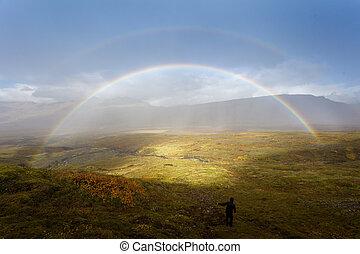 bello, arcobaleno, poco, flusso, waterfall., fra, camminare, escursionista, giù., valle, montagne.
