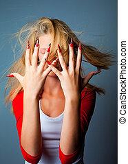 bello, blu, lei, moda, unghia, dita, faccia lunga, capelli, disegno, fondo, mani, scuro, biondo, starnazzando, ragazza, vento, bastonatura