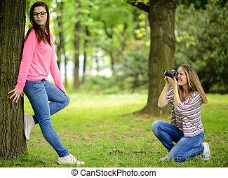 bello, brunetta, volerci, foto, parco, giovane, fotografo