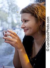 bello, cappuccino, parigino, pioggia, bere, ragazza, caffè, sorridente