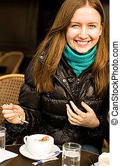 bello, cappuccino, parigino, tazza, strada, sorridente, caffè, ragazza