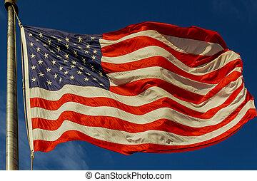 bello, cloudscape, soffiando, americano, contro, bandiera, vento