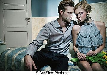 bello, coppia, in, moda, stanza