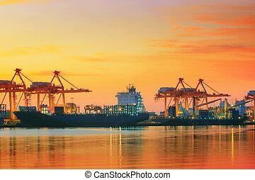bello, crepuscolo, cielo, a, spedizione marittima, porto,...