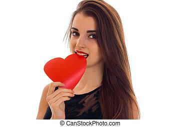 bello, cuore, amore, valentine, concept., isolato, giovane, studio, sfondo rosso, ritratto, bianco, ragazza, giorno