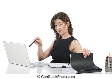 bello, donna d'affari, in, lei, ufficio, indicare, qualcosa, su, pc