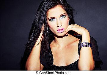 bello, e, sexy, brunetta, ragazza, su, scuro