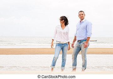 bello, estate, coppia, giovane, sorridente, spiaggia