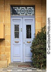 bello, esterno casa, con, blu, porta principale