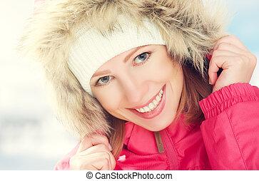 bello, felice, ragazza, cappuccio, inverno, fuori