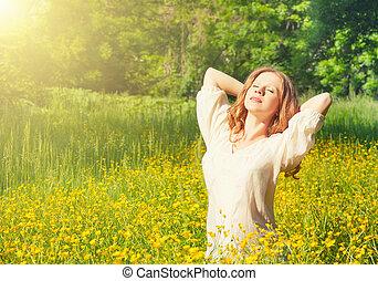 bello, giovane, godere, il, estate, sole