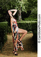 bello, giovane, modello, di, moda, in, uno, giardino