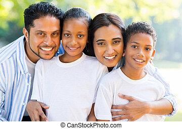 bello, indiano, famiglia