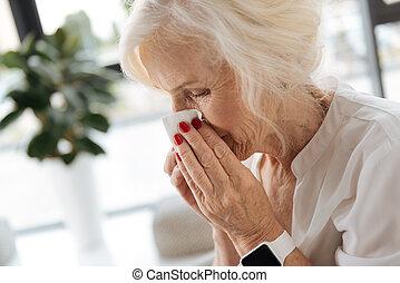 bello, invecchiato, donna, detenere, uno, freddo