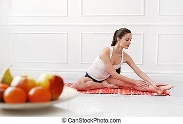 bello, lifestyle., yoga, durante, ragazza, esercizio