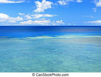 bello, marina, con, cielo blu, e, nuvola, fondo
