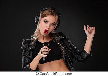 bello, microfono, donna, cuffie, studio, fondo, ritratto, canto, nero