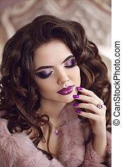 bello, moda, brunetta, nails., bellezza, viola, set., riccio, modello, makeup., donna sana, portrait., pubblicità, hairstyle., manicured, prezioso, viola, ragazza, ametista, gioielleria