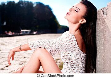 bello, moda, femmina, ragazza, fuori, alto, sky.sitting, biancheria intima, brunetta, mare, sexy, ritratto, look.glamour, bianco, .blue, modello