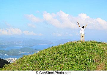 bello, montagne, paesaggio, con, lago, in, hongkong, e, uomo, su, il, cima