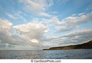 bello, nuvola, formazioni, in, cielo, sopra, oceano
