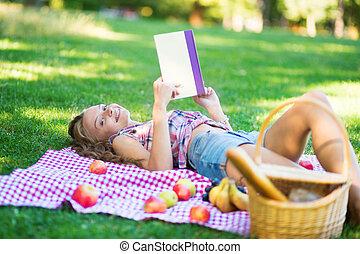 bello, parco, giovane, libro, lettura ragazza