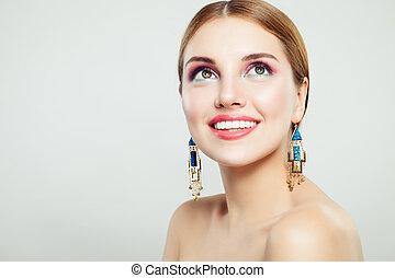 bello, perfetto, donna, oro, bellezza, orecchini, trucco, giovane, portrait., femmina, modello, ritratto, sorridente, smile.