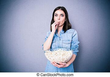 bello, popcorn, donna mangia, stupito