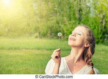 bello, ragazza, con, dente leone, godere, il, estate, sole