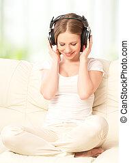 bello, ragazza, in, cuffie, godere, musica, a casa