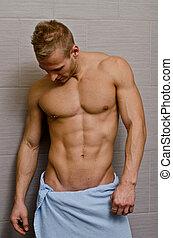 bello, semi-naked, giovane, in, bagno, con, asciugamano