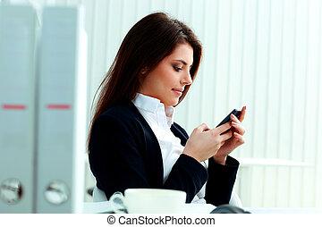 bello,  smartphone, ufficio, lei, donna d'affari, giovane, dattilografia
