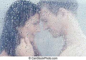 bello, standing, coppia, shower., giovane, abbracciare, doccia, mentre, amare