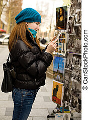 bello, turista, parigi, souvenir, cartolina, scegliere