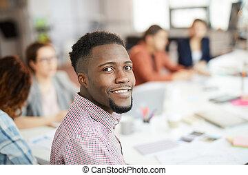 bello, uomo africano, proposta, in, ufficio