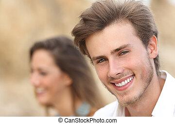 bello, uomo, ritratto, con, uno, perfetto, dente bianco, e, sorriso