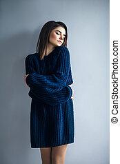 bello, vestito blu, abbracciare, sognare, ragazza, lei stessa