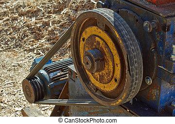Belt transmission. Transfer to the mill motor.