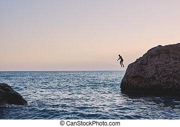 bemanna hoppa, in i, den, hav, från, den, klippa