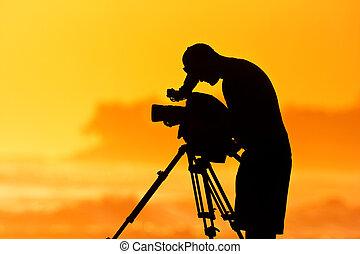 bemanna, kamera, professionell, cinematographer, hos, solnedgång