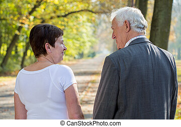 bemanna kvinna, äldre