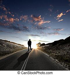 bemanna promenera, bort, hos, gryning, längs, väg