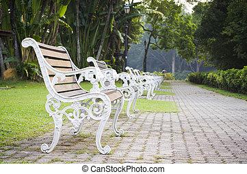bench witn nobody