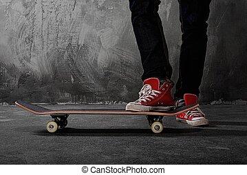 benen, in, gymschoen, op, een, skateboard