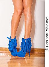 benen, in, hoge hiel schoenen