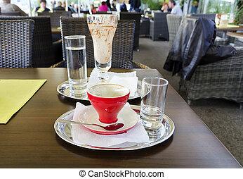 Benutztes Kaffeegeschirr - Benutztes leeres Kaffeegeschirr...