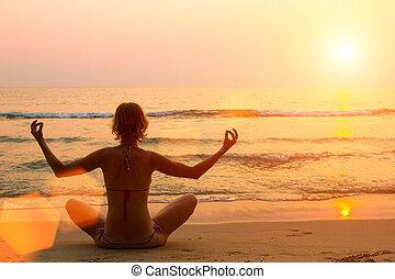 beoefenen, strand., vrouw, yoga, jonge