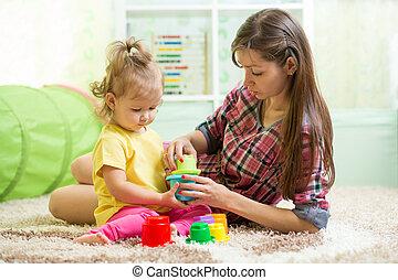 berçário, babá, criança, tocando