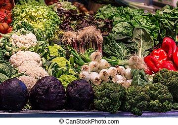 berömd, la, boqueria, marknaden, med, grönsaken, och, frukter, in, barcelona, spanien